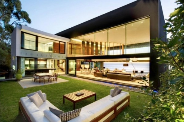 Love the flow on this indoor/outdoor space.