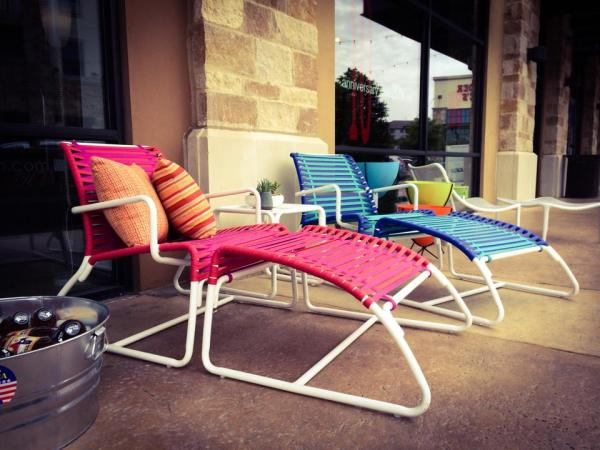 The San Antonio patio was so inviting during Dig It with the Clip and iced tea.